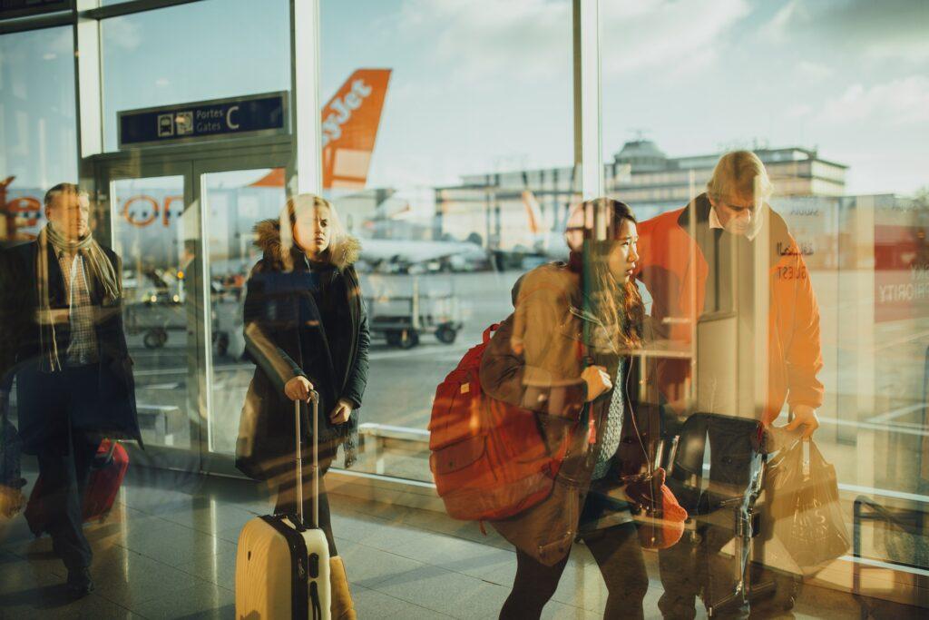 Czego nie zabierać do samolotu w bagażu podręcznym? - AtrakcjeNaWakacje.pl