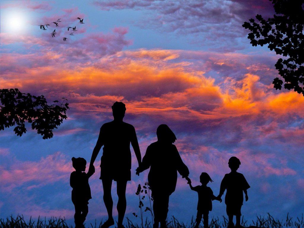 Wakacje z dziećmi - pomysły na spędzenie rodzinnego urlopu | AtrakcjeNaWakacje.pl